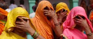 Stupro in India, l'ultimo caso: 16 donne (forse di più) violentate dalla polizia