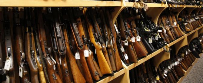 """Terrorismo, la Repubblica Ceca prepara i suoi cittadini: """"Armatevi e sparate"""""""