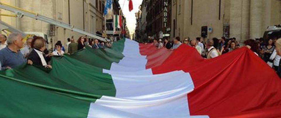 Meloni: riscopriamo l'orgoglio italiano rendendo omaggio al Tricolore