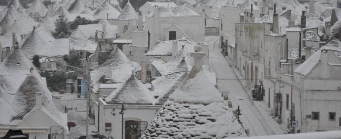 Neve e disagi in Puglia. Uno spettacolo i trulli imbiancati (video)