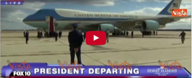 Donald Trump sale per la prima volta sull'Air Force One (video)
