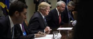 Trump al cartello farmaceutico: «Abbassate i prezzi, sono astronomici»