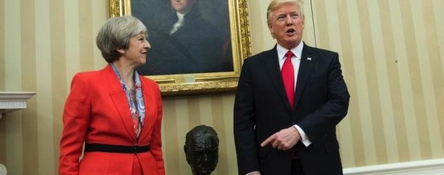 Trump riporta Winston Churchill nello studio ovale. Obama l'aveva cacciato