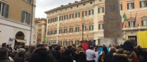 La piazza dei terremotati fischia la Boldrini. «La terra trema, noi no» (foto)