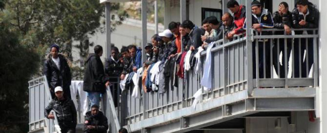 Lite in un centro d'accoglienza: muore un immigrato. Mistero sull'assassino