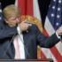 Trump cancella le misure di Obama sull'ambiente: «È un nuovo inizio»