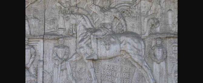 Bolzano, la vendettina di Pd e Svp: oscurato il monumento a Mussolini con un led