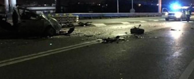 Incidente mortale a Roma, auto contro pullman. La vittima è un uomo di 39 anni