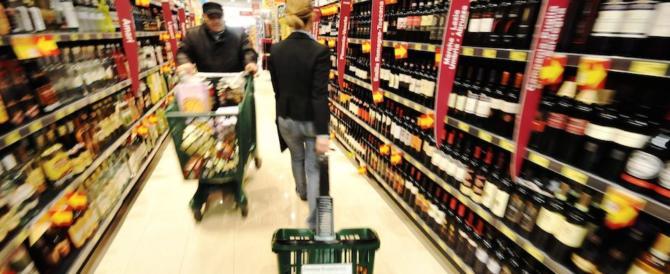 Presa la ladra seriale dei supermarket: i carabinieri le presentano il conto