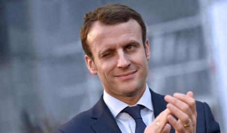 """Macron, impazza il gossip: fa parte della """"lobby gay""""? Ma c'è dell'altro…"""