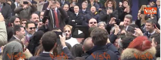 All'università Roma Tre per un selfie con Papa Francesco (video)