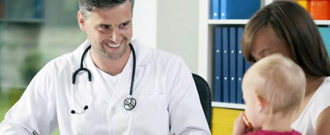Allarme pediatri, oltre 5000 in meno: per molti bimbi medico a rischio