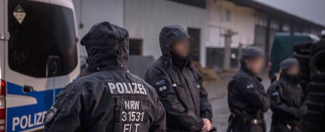 Blitz antiterrorismo in Germania: 3 arresti, 16 i sospetti membri dell'Isis