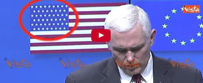"""Gaffe al vertice Usa-Ue: nella bandiera americana """"brilla"""" una stella in più (video)"""