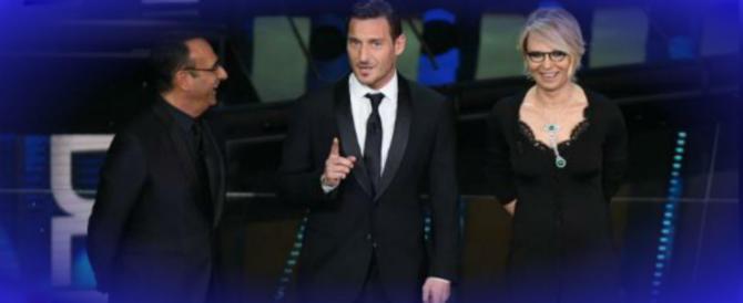 """Totti a Sanremo pronuncia il nome """"proibito"""": «Povia». E Conti va in tilt"""