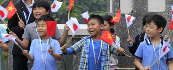 Prima storica visita dell'imperatore del Giappone Akihito in Vietnam