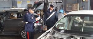Carabinieri sorprendono ladri d'auto intenti a smontarle per venderne i pezzi