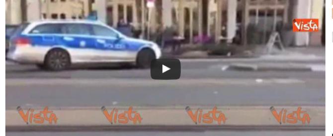 Heidelberg, un morto e due feriti per un'auto lanciata contro la folla (VIDEO)