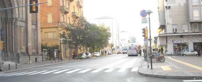 """Nel quartiere più rosso di Bologna i commercianti si pagano le """"ronde"""""""