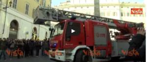 Tassisti e ambulanti, la protesta sociale dilaga: bombe carta e feriti (VIDEO)