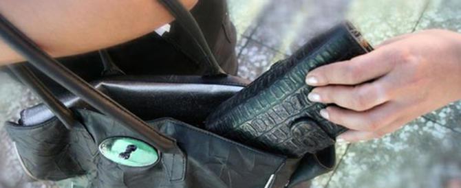 Rubava da un anno piatti d'argento e gioielli: arrestata domestica romena