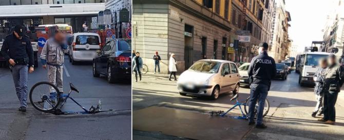 Tutte le buche portano a Roma: ciclista cade in una voragine a Termini
