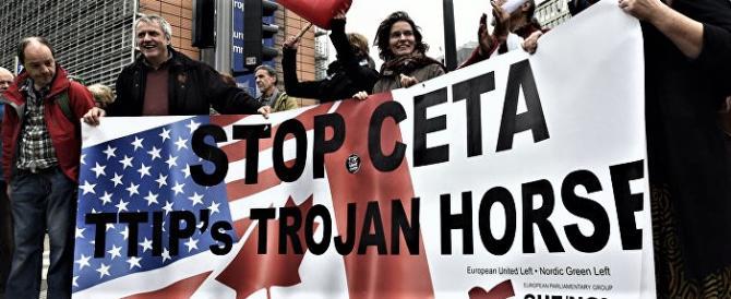 Nel furore anti-Trump la Ue si suicida e approva il Ceta, l'accordo col Canada