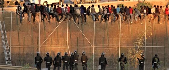 Ceuta, nuovo assalto di centinaia di clandestini all'enclave spagnola