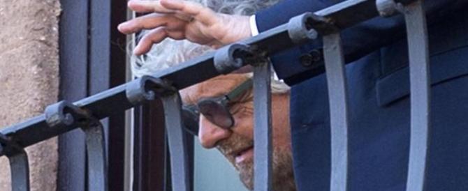 """""""Er sinnaco de Roma nun se tocca"""". Grillo difende la Raggi in romanesco"""