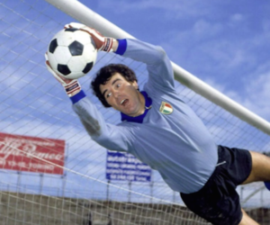 Auguri al grande Dino Zoff: 75 anni anni di parate eccezionali (video)