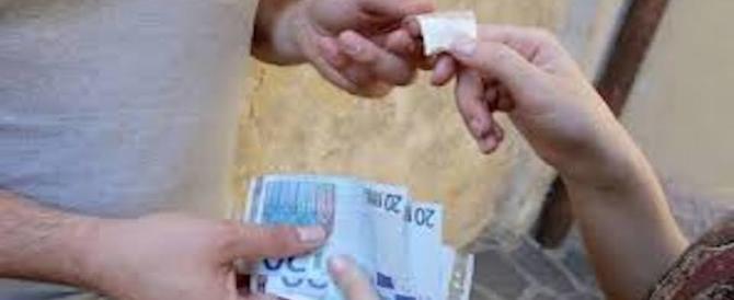 Foggia, maxi-spaccio di droga davanti ai licei del centro: 17 arresti