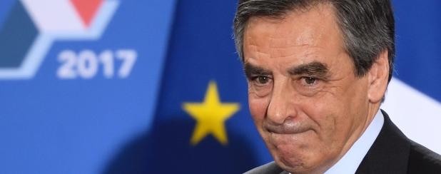 Francia, Fillon contestato dai suoi: «800mila euro a Penelope per il pane!»