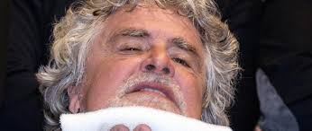 I dolori romani di Grillo: per colpa della Raggi l'ex comico non fa più ridere