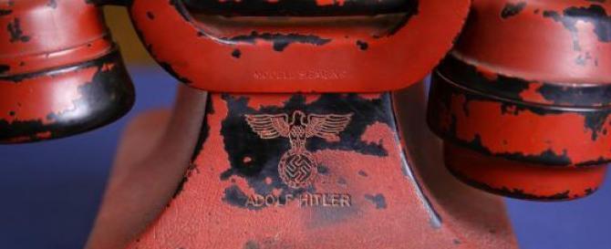 Venduto all'asta per 229mila euro il telefono personale di Adolf Hitler