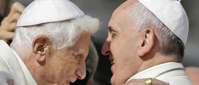 """I teologi mandiamoli su un'isola"": gaffe di Papa Francesco su Papa Benedetto?"