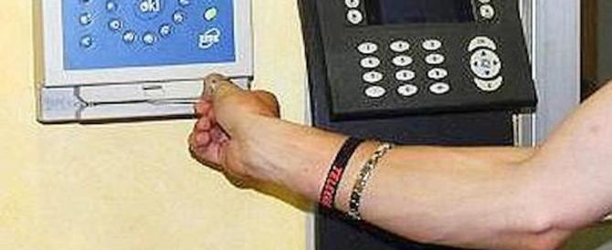 Furbetti del cartellino addio? Il Belgio lancia il microchip al posto del badge