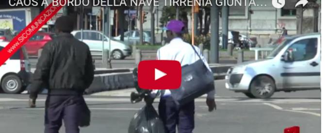 """Migranti espulsi devastano traghetto. Centrodestra: """"Il governo fa lo struzzo"""" (video)"""