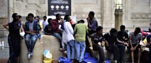 Milano, è allarme: tubercolosi e scabbia per migliaia di clandestini