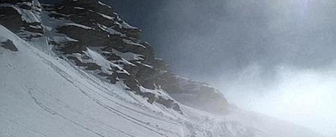 Francia, trovati i corpi senza vita dei 3 scialpinisti: trascinati a valle da una valanga