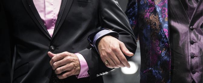 L'arcivescovo dopo i funerali dello sposo gay: c'è un solo matrimonio