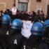 Esplode la protesta dei pescatori. Bombe carta davanti alla Camera