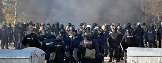 Francia, non si placa la furia delle banlieues dopo le violenze a Theo L.