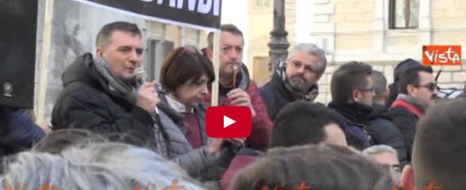 Tassisti, ambulanti e balneari contro il governo. Montecitorio sotto assedio (VIDEO)