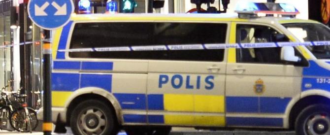 Altro che gaffe di Trump, la polveriera svedese a rischio esplosione: rivolta nelle banlieu