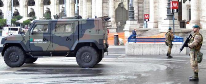 """Tenta di """"rubare"""" mitra a un militare: arrestato tifoso irlandese ubriaco"""
