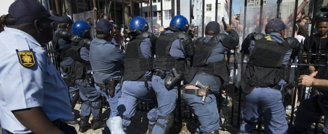 Anche il Sudafrica invaso dai clandestini: violenti scontri a Pretoria