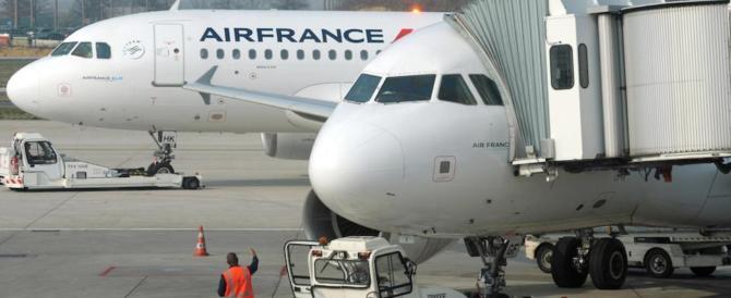 Tragedia a Brindisi, bimbo muore d'infarto in volo, atterraggio disperato