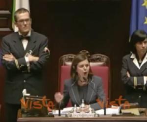 """Boldrini chiede il """"silenzio"""" per Londra, da sinistra parte un coro di """"nooo"""" (video)"""