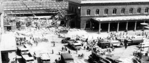 Strage di Bologna, distrutti nel 2004 i sacchetti con le prove sulla bomba: perché?