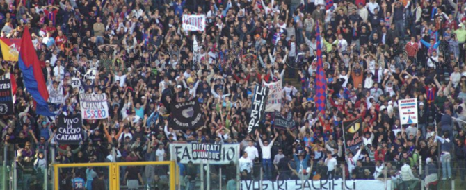 Disordini e scontri allo stadio, perquisizioni tra gli ultras del Catania (video)